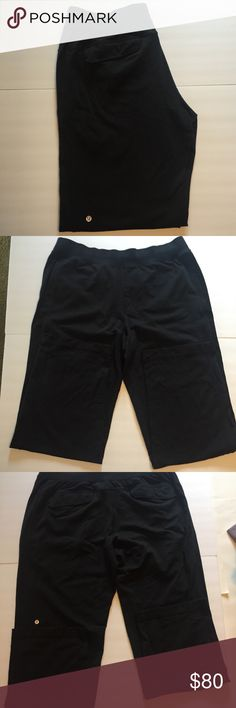 Lululemon Kung fu pant 2.0 XXL black Lululemon kung fu 2.0 athletic pants Sz XXL front and back pockets. Guys ! these are the most comfortable pants . Pre loved ,Very little pilling. I have 2 pairs if interested . The others have more pilling so I'm hesitating to list them . 2 pairs for the price of 1 ?! Offer me a fair price and I will include both pairs 😀 lululemon athletica Pants Sweatpants & Joggers