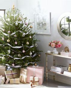 The prettiest Christmas living room we've ever seen!