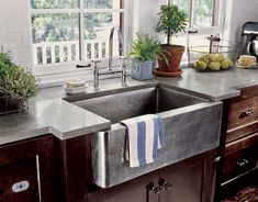 We die for this hammered-nickel farmhouse sink!