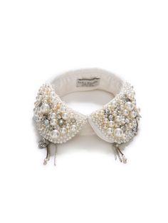 Le col bijou Zara    Qui a dit qu'un bijou était forcément un collier ou un sautoir? Si on veut décorer son cou, on peut aussi le faire avec un col amovible orné de perles et de pierres