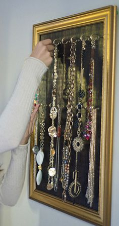 Necklace display and organizer  http://rstyle.me/n/fs29cnyg6