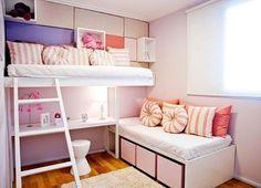 """Instagram media by meuminiape - Boa tarde! Quarto pequeno para duas meninas delicado e muito bonito. O """"beliche assimétrico"""" é uma ótima opção para economizar espaço em quartos para 2 crianças. #blogmeuminiape #meuminiape #apartamentospequenos #inspiracao #quarto #quartopequeno #quartomenina #quartoirmas #decor #decoracao Woman Bedroom, Girls Bedroom, Bedroom Decor, Grey Girls Rooms, Next Bedroom, Boys Room Design, Space Saving Furniture, Cool Beds, Fashion Room"""