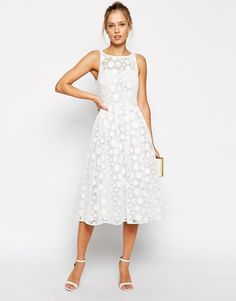Trendencias - Todo al blanco: 11 vestidos blancos para recibir el buen tiempo