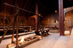 Medieval Scandinavian architecture: Viking longhouses, the ring fortress, ritual buildings & boathouses - Walls with Stories Viking House, Viking Life, Viking Hall, Mead Hall, Viking Decor, Wattle And Daub, Viking Village, Scandinavian Architecture, Viking Culture