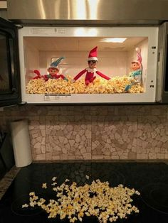 Elf Antics : Elf on a shelf Check out these funny and easy Elf on the Shelf Ideas for Kids. These will make great holiday activities for kids over the festive season. All Things Christmas, Kids Christmas, Grinch Christmas, Christmas Carol, Christmas Elf Decorations, Christmas Traditions Kids, Funny Christmas, Woody Und Buzz, L Elf