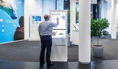 Mit der interaktiven Stele von netvico das IBM Client Center in Ehningen entdecken