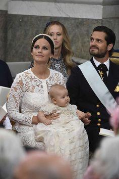 Vendredi 9 septembre Baptème du Prince Alexander Erik Hubertus Bertil, en la chapelle royale du palais Drottningholm situé sur une île du lac Mälar dans la banlieue de Stockholm....