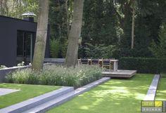 Een moderne tuin is een samenspel van laatste trends, noviteiten en vooruitstrevende materialen en vormen. Mooi en strak!