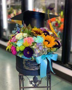 Grad Party Favors, Grad Parties, Birthday Parties, How To Wrap Flowers, Diy Flowers, Flower Diy, Graduation Bouquet, Happy Flowers, Candy Bouquet
