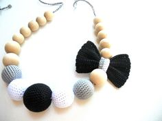 Blacke White Teething Necklace / Crochet Nursing by sweetshtuchky