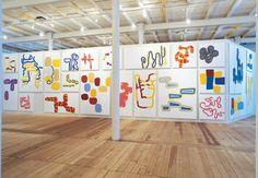 """Installations view fra udstillingen """"Farvevolume"""", Kunsthallen Brandts Klædefabrik"""