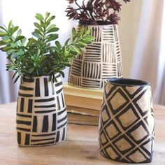 Kalalou Black And White Oval Vases With Geometric Designs - Set Of 3 - Comes in Set of Black & White Oval Vases with Geometric Designs by Kalalou. Vase Centerpieces, Vases Decor, Pottery Painting, Pottery Vase, Flower Vases, Flower Pots, Vase Design, Design Set, Painted Plant Pots