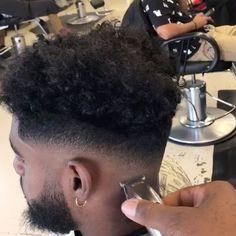 he's famous #barber #barberhub #barbershopconnect #barbering #barberlife #fade #dshave #barbershop
