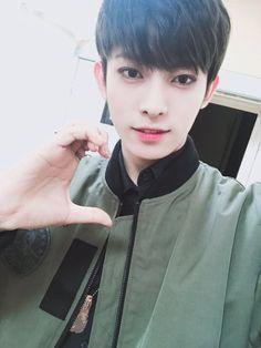 """[170106] twitter update """"@24K_JinHong: Thank you  """""""