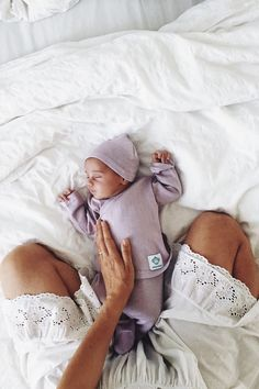 Write down when you are changing the diapers, you nurse, or when your baby sleeps. So you have your head free to enjoy the time with your darling. Baby Photos, Your Photos, Summer Photos, Baby Sleep, Lightroom Presets, Photo Editing, Make It Yourself, Diapers, Ambition