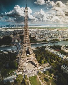 Explore the most beautiful places in Paris ▶️ .Explore the most beautiful places in Paris ▶️ .I ❤ Paris. 📷 Photo by 👏 Paris Torre Eiffel, Paris Eiffel Tower, Eiffel Towers, Beautiful Paris, Paris Love, Best Vacation Destinations, Best Vacations, Paris Travel, France Travel