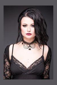 Queen of Darkness - Gothic Halsband aus Spitze mit Ketten und Kristallen