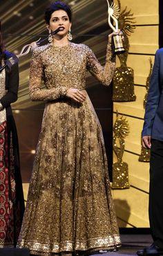 New sabyasachi bridal gowns deepika padukone 34 Ideas Indian Wedding Gowns, Desi Wedding Dresses, Pakistani Wedding Outfits, Indian Bridal Outfits, Indian Gowns, Pakistani Dresses, Indian Lehenga, Modest Wedding, Bridal Lehenga