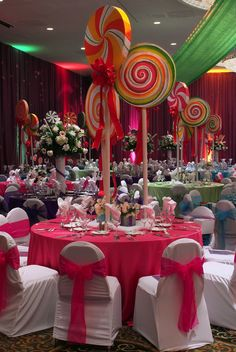 25 Elegant Christmas Party Table Decorations Ideas – Food and Drinks - Wedding Table Christmas Party Table, Candy Land Christmas, Candy Christmas Decorations, Party Table Decorations, Candy Land Decorations, Christmas Party Centerpieces, Lollipop Centerpiece, Christmas Holiday, Centerpiece Ideas