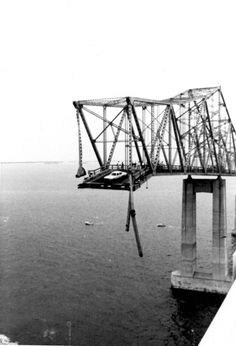 The worst bridge disaster in Florida history occured when an errant ship struck a major support of the southbound lane during a storm. The main span toppled into Tampa Bay. 35 people lost their lives. Tampa Bay Florida, Tampa Bay Area, Old Florida, Florida Maps, Central Florida, Florida Girl, West Florida, Florida Sunshine, Viajes