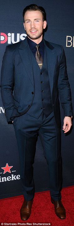Chris Evans has ousted Benedict Cumberbatch  as the most popular actor on Tumblr