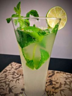 Virgin Mojito Recipe (Mint Lime Mojito) Virgin Mojito or Mint Lime Mojito is a great summer drink. The sweet taste accompanied by fragrance of mint and addition of tangy lime makes for a really refreshing summer beverage. Virgin Drinks, Virgin Mojito, Strawberry Mojito, Mint Mojito, Refreshing Summer Drinks, Mojito Recipe, Good Foods To Eat, Non Alcoholic Drinks, Beverages