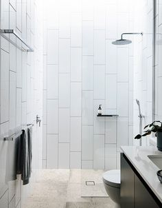 'Minimal Interior Design Inspiration' is a weekly showcase of some of the most perfectly minimal interior design examples that we've found around the web - all Bathroom Lighting Design, Bathroom Tile Designs, Bathroom Interior Design, Bathroom Ideas, Small Bathroom Tiles, Pool Bathroom, Bathroom Stuff, White Bathroom, Interior Paint