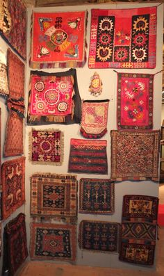 Sartirana Textile Show, which will run through Sunday 22 September 2013, includes an interesting special exhibition of tribal bags. With some 130 tribal bags from all rug and textile producing areas the organizer Alberto Boralevi and the attending dealers have really created an impressive exhibition.