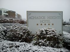 Even the Aghadoe Heights sign is looking a little chilly #Killarney #Hotel