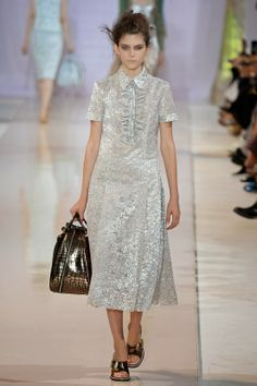 http://fashionblogofmedoki.blogspot.be/2013/11/rochas-le-defile-printemps-ete-2014.html