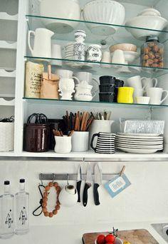 Open shelves cups