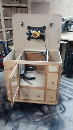 woodwork workbench Workbenches is part of Router woodworking - Router Diy, Diy Router Table, Router Table Plans, Workbench Plans, Woodworking Workbench, Woodworking Workshop, Woodworking Projects Diy, Woodworking Furniture, Woodworking Shop