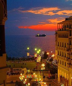 view from Aristotelous Square, Thessaloniki, Greece Dream Vacations, Vacation Spots, Oh The Places You'll Go, Places To Visit, Greek Beauty, Paradise On Earth, Greece Travel, Greek Islands, Tourism