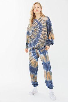 Sweats Outfit, Tie Dye Fashion, How To Tie Dye, Cute Fall Outfits, Tye Dye, Crew Neck Sweatshirt, Lounge Wear, Sportswear, Photoshop
