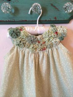 So, even if it is a small fabric, it is perfect for you to learn how to make fabric yo - yo and start Little Girl Dresses, Girls Dresses, Flower Girl Dresses, Sewing For Kids, Baby Sewing, Baby Patterns, Dress Patterns, Doll Patterns, Sewing Clothes