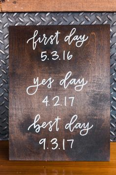 Amazing Rustic Wedding Sign Ideas wedding dream – Our wedding ideas Rustic Wedding Signs, Wedding Signage, Wood Wedding Decorations, Chalkboard Wedding Signs, Decor Wedding, Wedding Tips, Wedding Planning, Wedding Day, Dream Wedding
