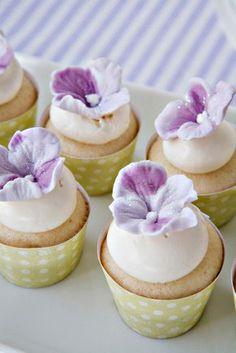Hydrangea mini cupcakes. Baking Cupcakes, Cupcake Recipes, Cupcake Cakes, Cup Cakes, Sweet Cupcakes, Yummy Cupcakes, Fancy Cakes, Mini Cakes, Cupcake Couture