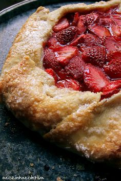 Torta Rústica de  Morangos Yeast Bread, Red Fruit, Summer Fruit, International Recipes, Cake Recipes, Deserts, Food And Drink, Favorite Recipes, Sweets