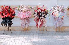 Balloon Arrangements, Balloon Decorations, Flower Arrangements, Pink Flower Bouquet, Diy Flowers, Hanging Balloons, Balloon Stands, Gift Bouquet, Flower Boutique