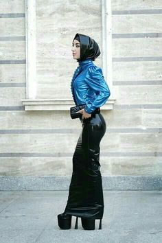 Latex Fashion, Hijab Fashion, Long Tight Skirt, Mode Latex, Rubber Dress, Hobble Skirt, Latex Babe, Sexy High Heels, Skin Tight