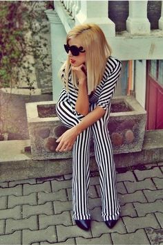 \><\ Fashion Inspiration stripes at KG Street Style Runway Fashion, Fashion Beauty, High Fashion, Street Chic, Street Style, Black White Fashion, Dress Me Up, Looking For Women, Passion For Fashion