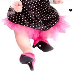 my daughter will so have some baby heels! Weird Fashion, Fashion News, Fashion Shoes, Bad Kids, Crazy Kids, My Baby Girl, Baby Love, Baby Baby, Baby Shower Gifts
