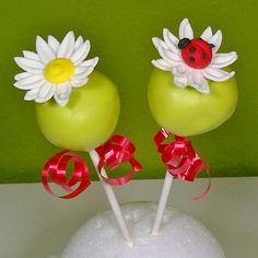 Ladybugs cake pops