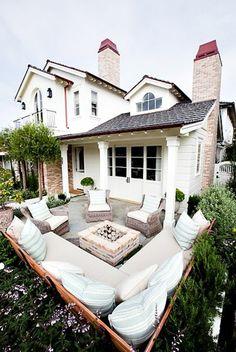 Moderne Terrassengestaltung – 100 Bilder und kreative Einfälle - balkongestaltung designideen sofa weiße möbel dekoration