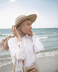 Hijabis Is This Your Dream Home? Hijab Casual, Stylish Hijab, Hijab Chic, Hijab Fashion Summer, Modern Hijab Fashion, Muslim Fashion, Modest Fashion, Muslim Girls, Muslim Women