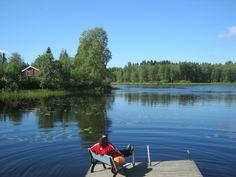 Un momento de relax ante uno de las más de 187888 lagos de Finlandia, cerca de Petäjävesi, en la Laponia Finlandesa!