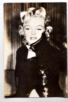 I wonder how Marilyn really felt. She was always so strong with not letting her struggles and negativity show, she deserved to be treated better than what she got.