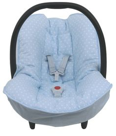 Cosy cover for your Maxi-Cosi Cabrio or Citi SPS baby car seat in light blue with little stars. The cover keeps your baby cozy, warm and comfortable! It easily fits perfectly over the regular Maxi-Cosi baby car seat without removing anything. The cover is made of 100 % cotton and is machine washable.