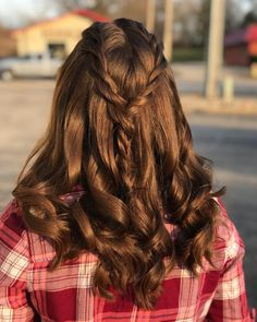 23 Cute Prom Hairstyles for 2019 - Updos, Braids, Half Ups & Down Dos Simple Top Braid Cute Prom Hairstyles, Classic Hairstyles, Kids Braided Hairstyles, Box Braids Hairstyles, Down Hairstyles, Creative Hairstyles, Girl Hairstyles, Wedding Hairstyles, Prom Hair Down
