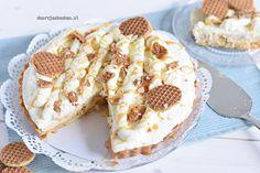 Stroopwafelvlaai (Doortjes Keuken) Dutch Kitchen, Pie Dessert, Baking Recipes, Camembert Cheese, Waffles, Biscuits, French Toast, Sweets, Bread